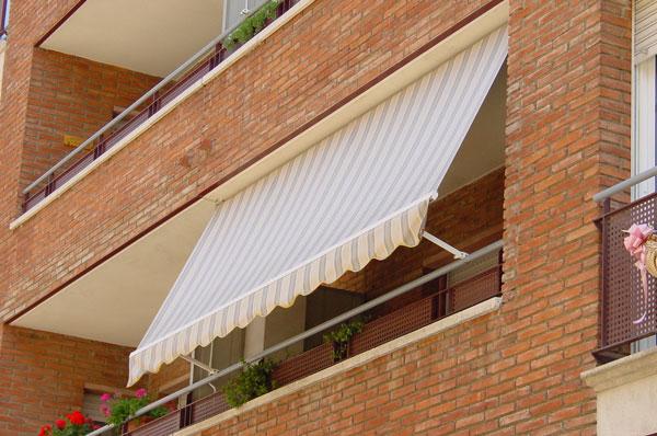 Toldos toldos en aranjuez for Brazos para toldos balcon
